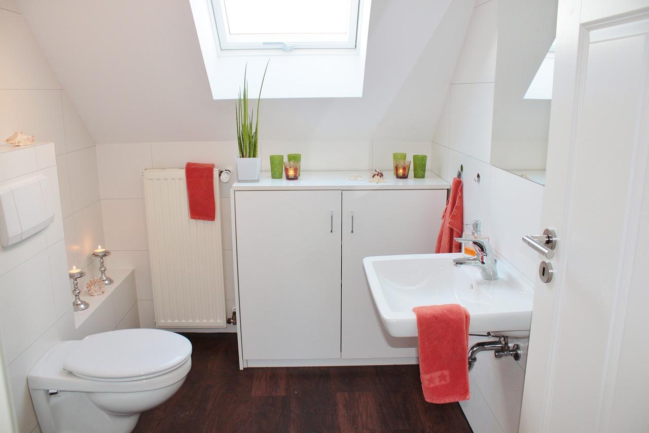 Badkamer Indeling Tips : Badkamer op zolder: 8 tips waarop te letten bij bad op zolder maken