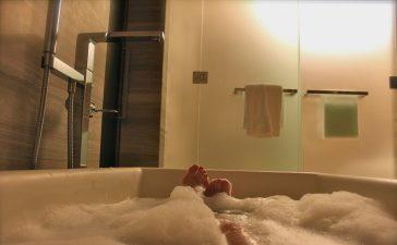 bubbelbad in de badkamer