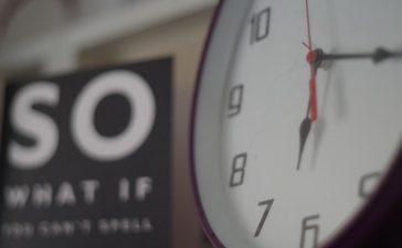 Meer sfeer in de badkamer met een design klok